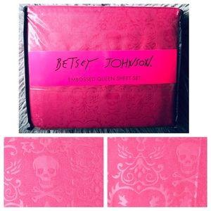 Betsey Johnson Pink Red Skull Heart Queen Sheets